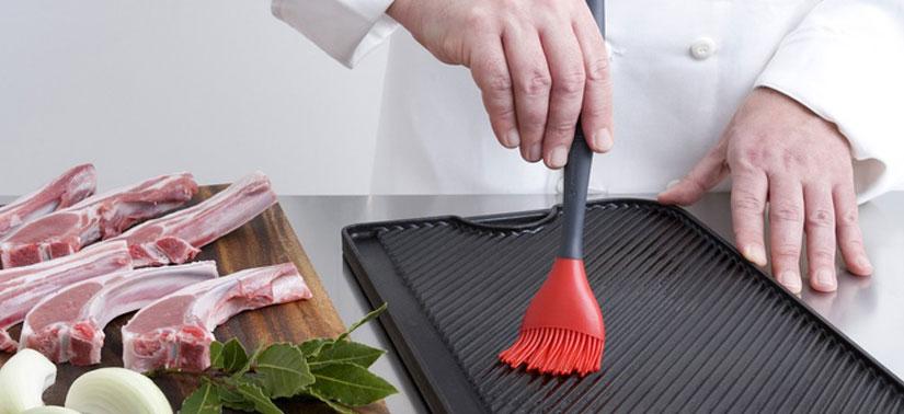 untando-aceite-sarten-plancha