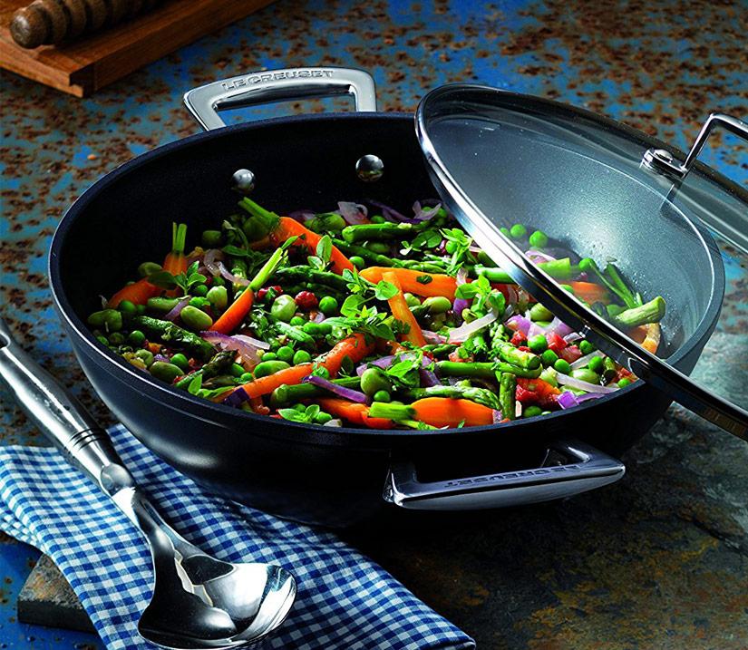 Wok le creuset qu modelo puedes elegir lecuiners for Cocinar wok sin aceite