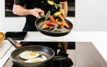Cocinar con sartenes de alta calidad te facilita todo. En esta imagen sartenes Woll recomendadas.